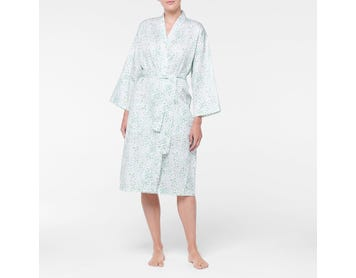 https://s3-ap-southeast-2.amazonaws.com/fusionfactory.commerceconnect.bbnt.production/pim_media/000/108/078/M_F-Beth-Sateen-Robe-Green-21436901-Front.jpg?1615863853