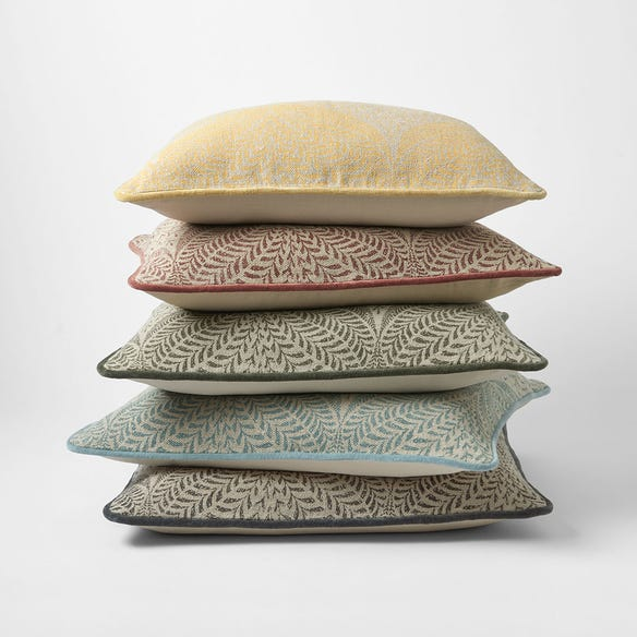 https://s3-ap-southeast-2.amazonaws.com/fusionfactory.commerceconnect.bbnt.production/pim_media/000/119/465/M_F-Clover-Printed-Cushions-W21-214160-R.jpg?1620007839