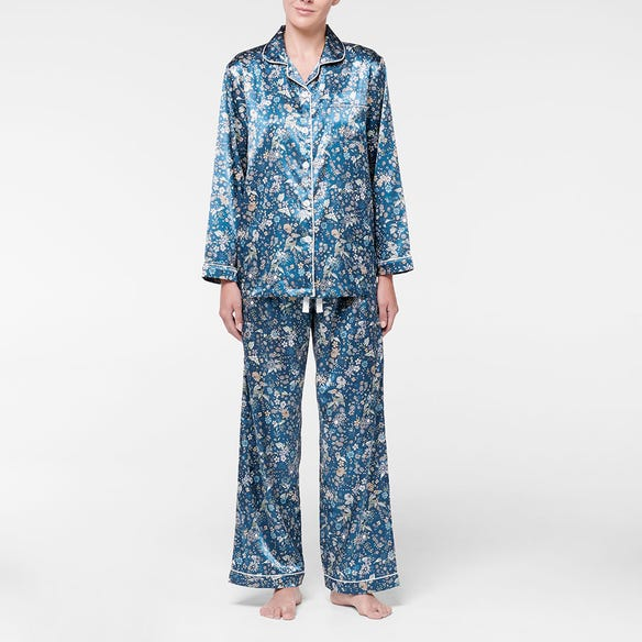 https://s3-ap-southeast-2.amazonaws.com/fusionfactory.commerceconnect.bbnt.production/pim_media/000/107/533/M_F-Greta-Satin-PJs-Navy-214370-R-Front.jpg?1615784017