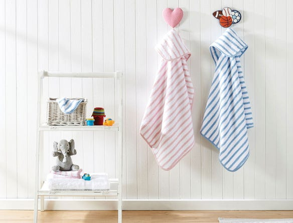 https://s3-ap-southeast-2.amazonaws.com/fusionfactory.commerceconnect.bbnt.production/pim_media/000/026/979/M_F-Hooded-Stripe-Baby-Towels-18236-R-alt.jpg?1581902441