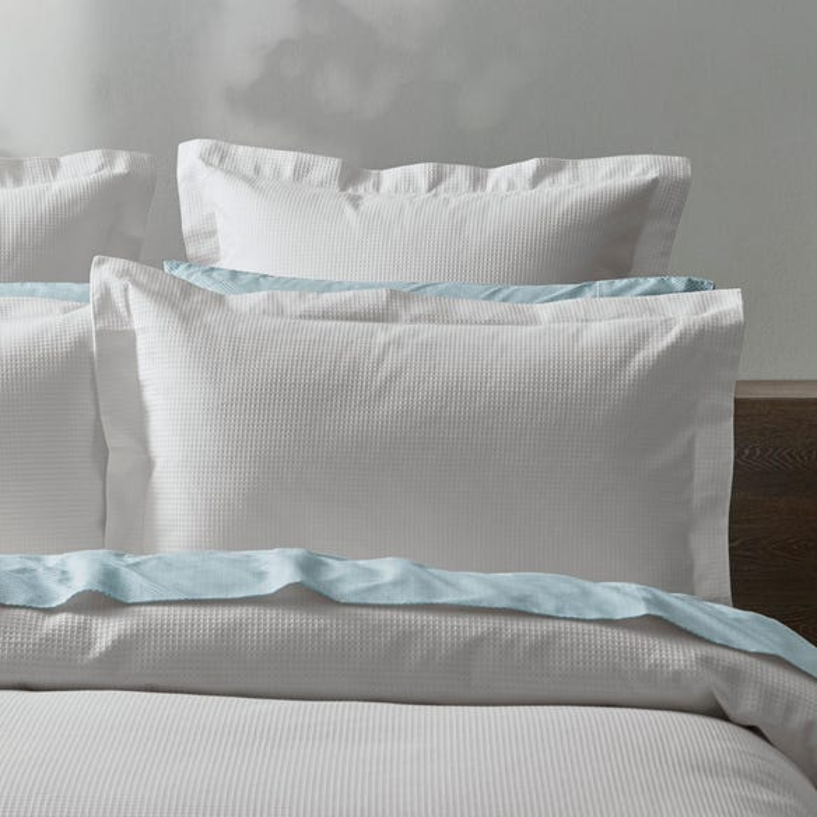 https://s3-ap-southeast-2.amazonaws.com/fusionfactory.commerceconnect.bbnt.production/pim_media/000/069/344/M_F-Metro-White-Pillow.jpg?1598510918