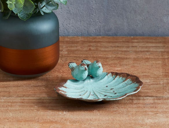 https://s3-ap-southeast-2.amazonaws.com/fusionfactory.commerceconnect.bbnt.production/pim_media/000/014/801/m_f-bird-dish-decoration-blue-17169201.jpg?1563412831
