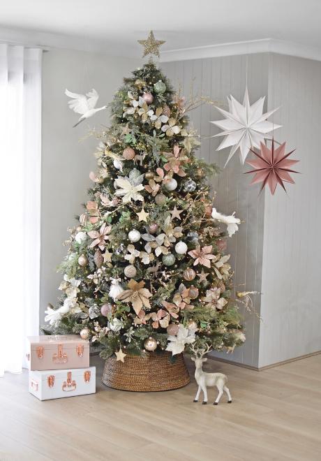 decorate-instagram-christmas-tree