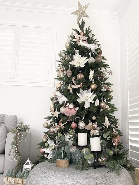 Christmas Styling Inspo: 3 Ways to Decorate a Tree Image 03