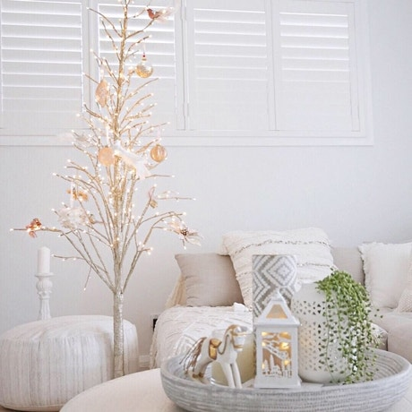 Christmas Styling Inspo: 3 Ways to Decorate a Tree Image 06