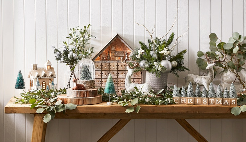 How to Decorate a Small Space for Christmas Image 01