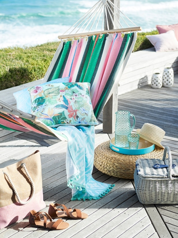 Poolside Report - Resort Style at Home Image 03