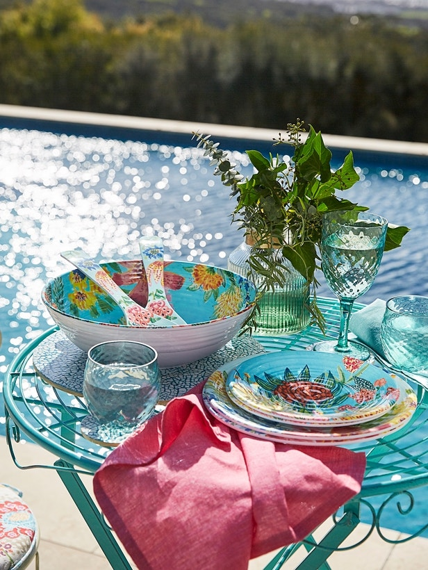 Poolside Report - Resort Style at Home Image 01